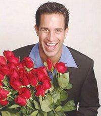 Почему парень не дарит цветы?